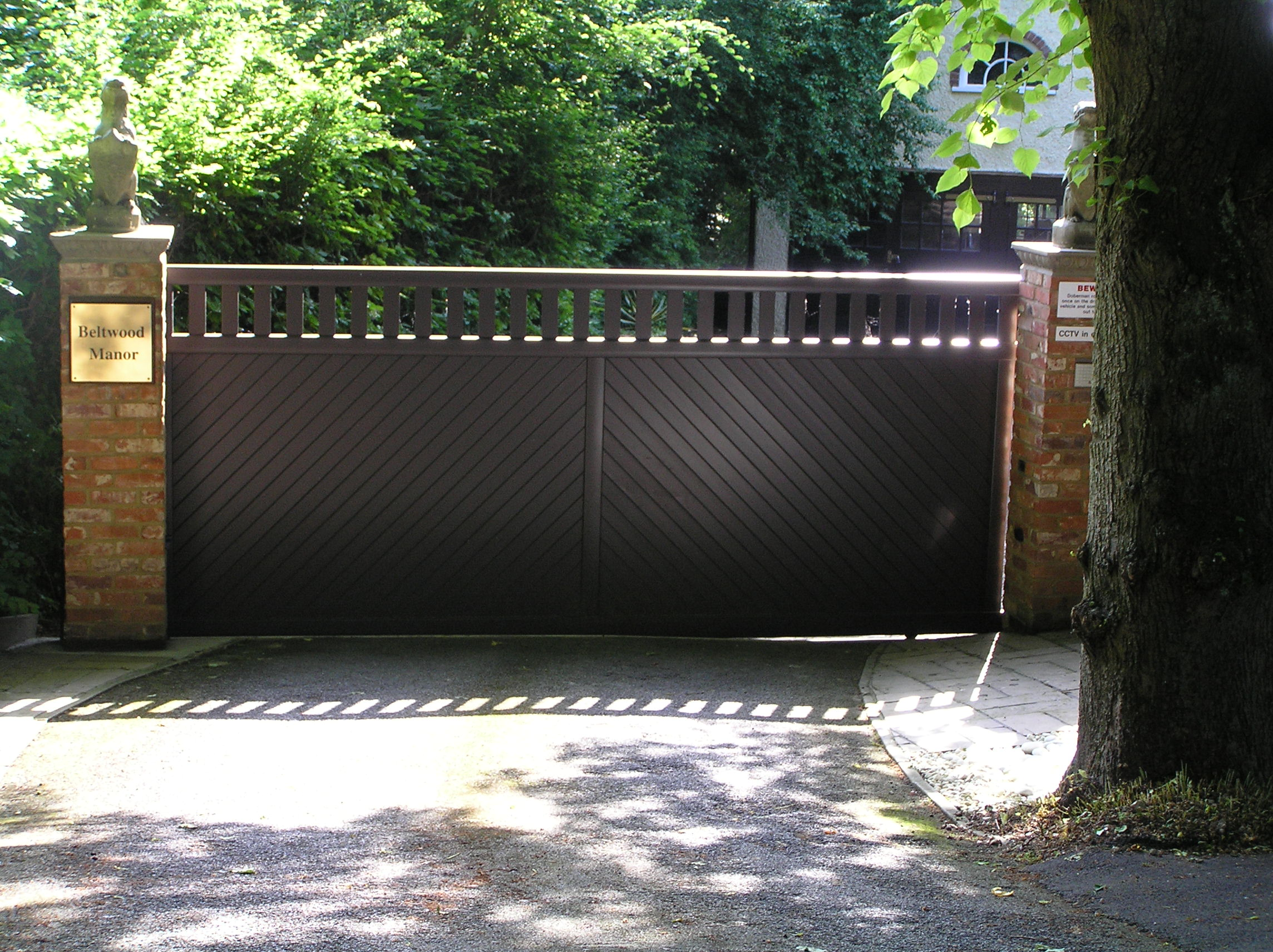 Gate designs sliding gates designs for Aluminum driveway gates prices